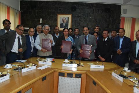 Secretary, DSIR & DG, CSIR and Secretary, DHR; Secretary, DBT; & DG, ICMR during the signing ceremony of the MoU